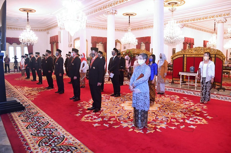 Presiden Anugerahkan Bintang Mahaputera dan Bintang Jasa bagi 71 Tokoh