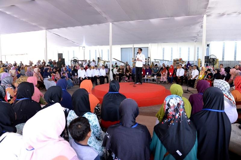 Presiden Ingatkan Nasabah Mekaar untuk Disiplin Mengangsur