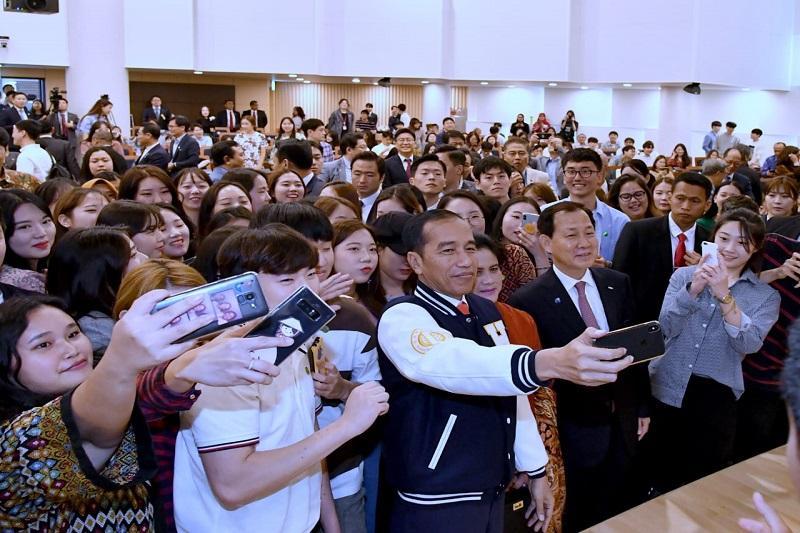 Dialog dengan Mahasiswa Korea, Presiden Berikan Tips Menjadi Pemimpin