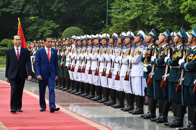Tiba di Vietnam, Presiden Jokowi Disambut Upacara Kenegaraan