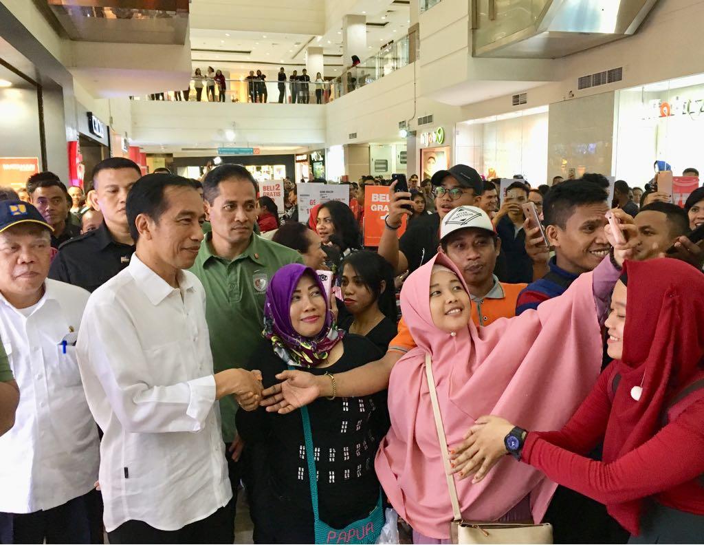 Blusukan ke Mal, Presiden Menyapa Warga Jayapura